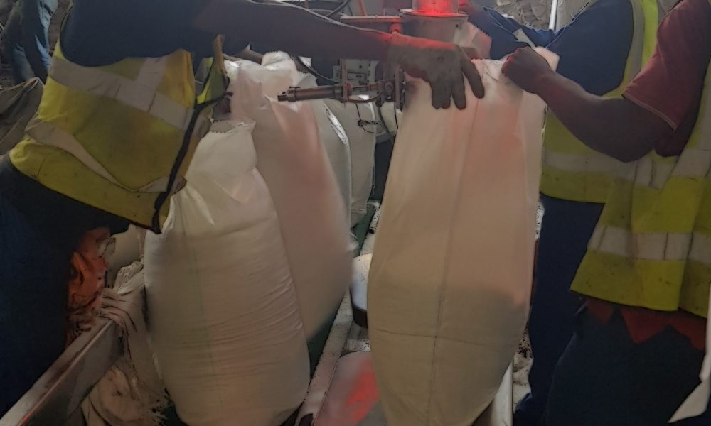 BulkFertilizer.co.za - plaas kunsmis - selling fertiliser / kunsmis directly from importers on the coast to your door! Wholesale fertilizer distribution of granular fertilizers, npk bulk blends, water solubles, imported straights and even organic based fertilizers and soil locally in Gauteng!